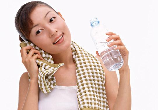 夏バテ予防のウォーキングは水分補給を忘れずに